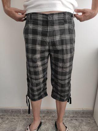 Pantalon pirata negro y gris