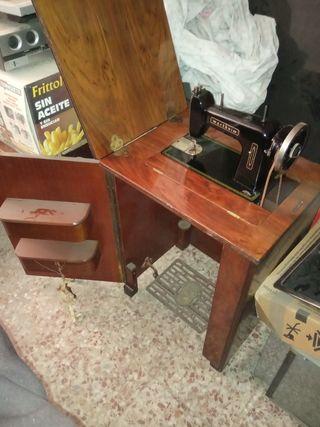 Maquina de Coser Wertheim con mesa