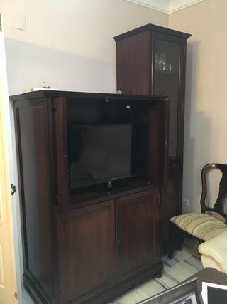 Mueble de TV con vitrina en caoba maciza