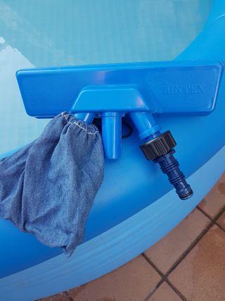 Aspirador de piscina. INTEX.
