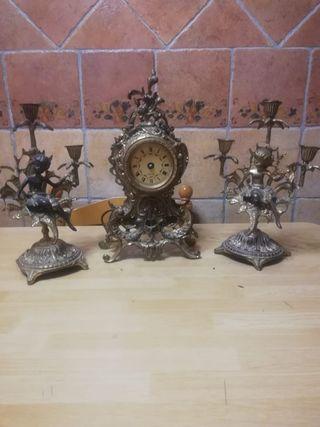 Reloj y Candelabros antoguos de Bronce. REBAJADO