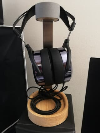 soporte auriculares con recoge cable