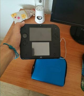Nintendo 2DS con un juego instalado