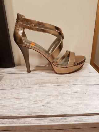 zapatos de tacon para muje dorados de NeroGiardini