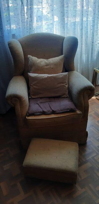 sillón orejero con escabel