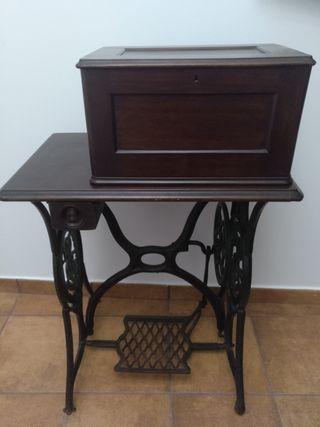 Máquina de coser Singer antigua completa