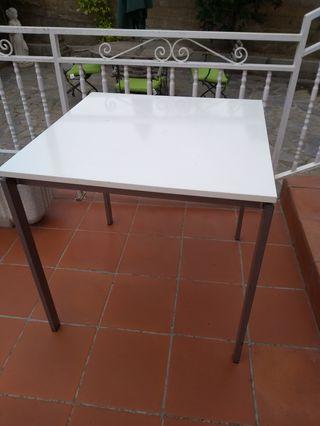 Mesa blanca de Ikea