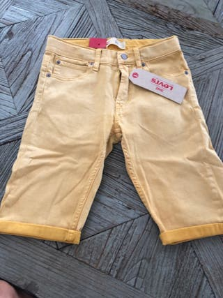 Pantalón corto Levi's amarillo