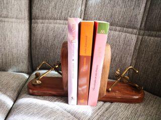 Novelas románticas+sujetalibros
