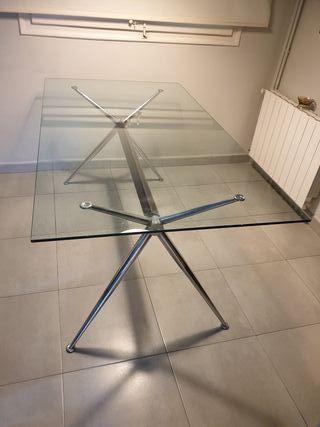 Mesa de comedor de cristal para 6 personas.