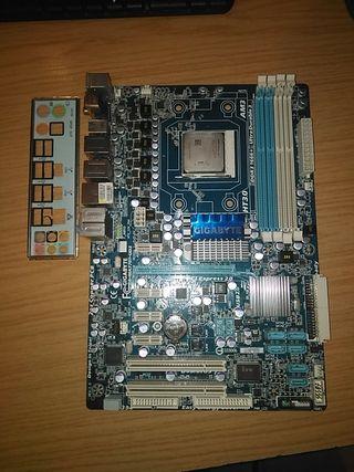 placa base gigabyte con procesador AMD