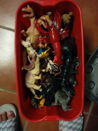 vendo dinosaurios de juguete