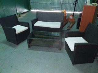 conjunto sofás rattan jardín con mesa