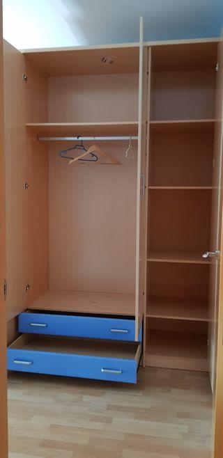 Cama, armario y estanteria