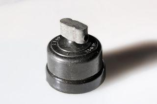 Interruptor de pellizco. de baquelita y porcelana