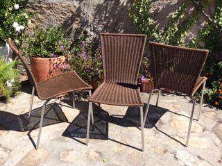 3 sillas de rattan marrón