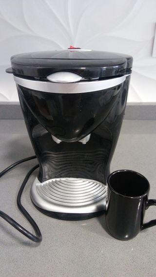 Cafetera eléctrica sin estrenar.