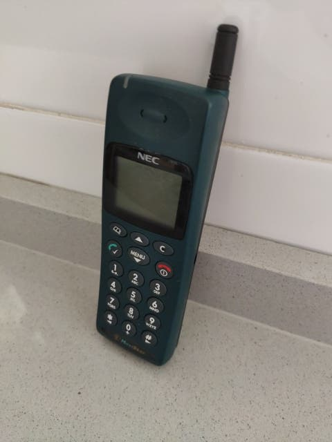 Teléfono móvil antiguo NEC G 9 (mp5j1g1)