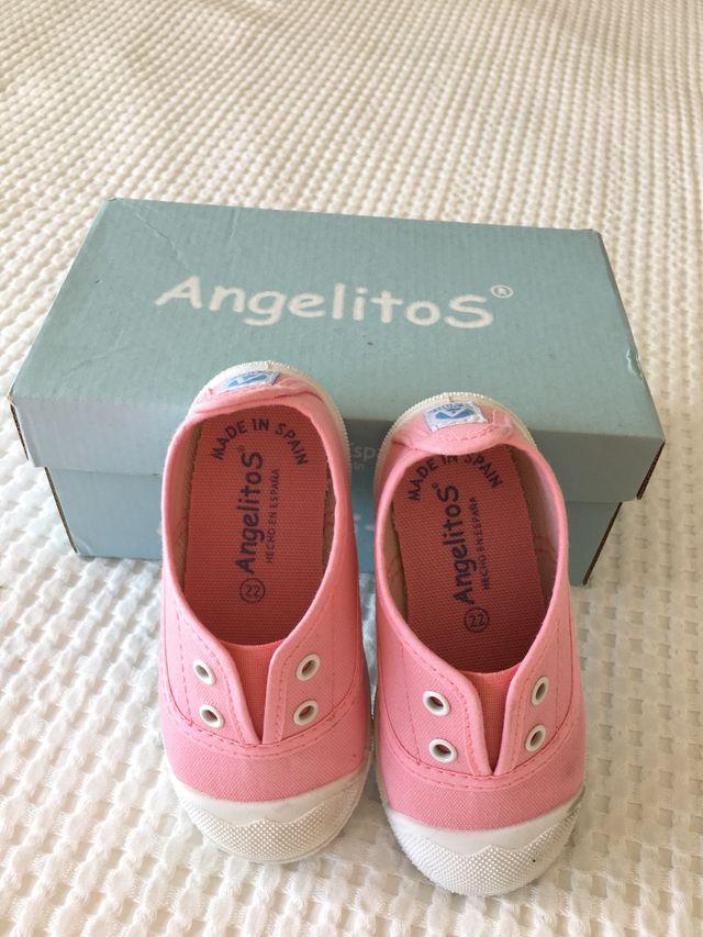 Zapatillas niña marca Angelitos T22