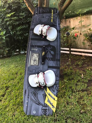 Tabla kitesurf Twintip Naish Monarch 138x42
