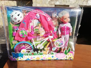 Muñeca Nancy camping bike