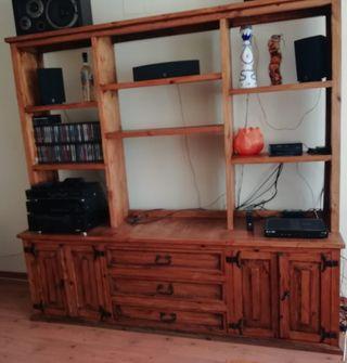 Librería Mexicana con mueble bajo.