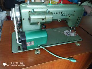 Máquina de coser Refrey. Con mueble nuevo y motor