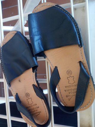 Sandalias menorquinas azul marino talla 32