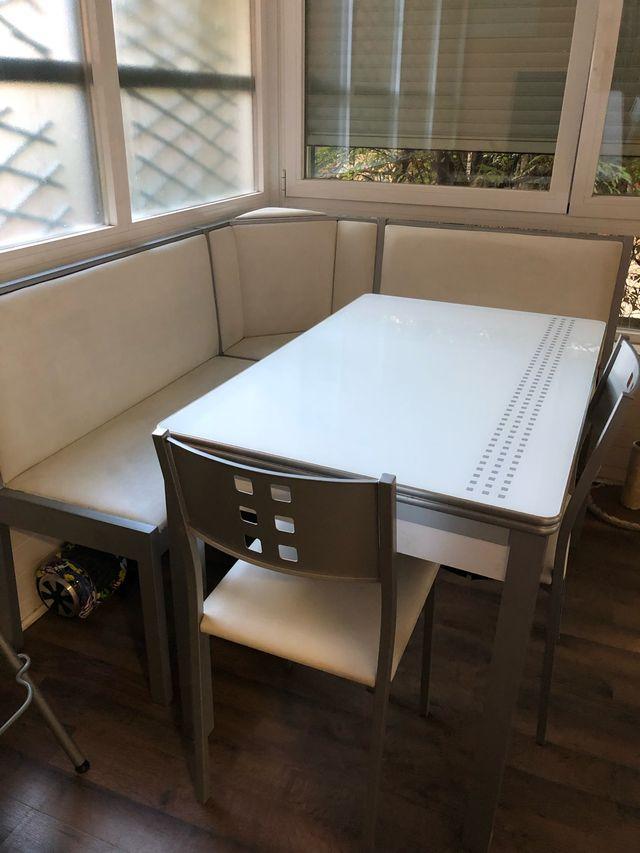 Banco rinconera de cocina con mesa y dos sillas de segunda ...