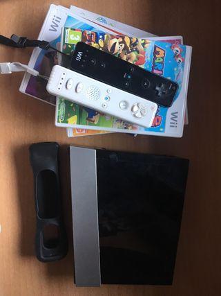 Wii con 2 mandos y 4 juegos