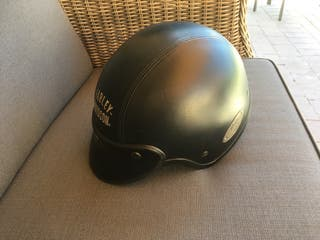 Casco de cuero negro bordado Harley Davidson
