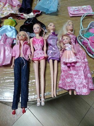muñecas y vestidos