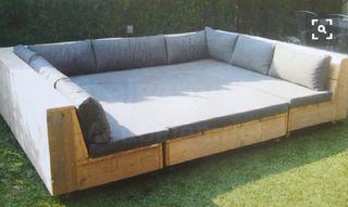 Sofá exterior con madera palet