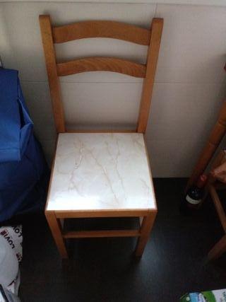 Mesa cocina.3 taburetes y 1 silla