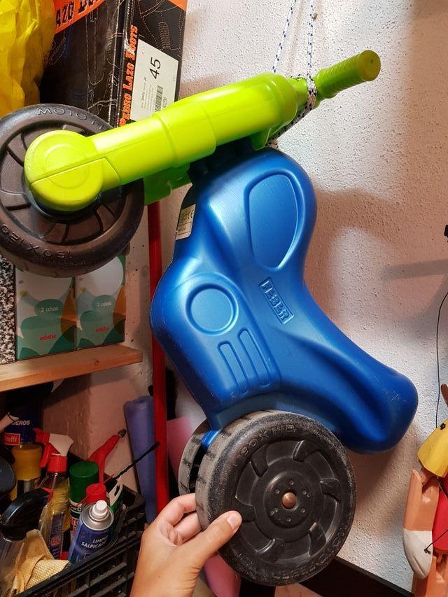 Motos correpasillos para niños. 2 unidades
