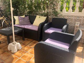 Conjunto de sofá, dos sillones y mesa de jardin.