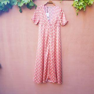 Vestido satinado rosa coral lunares vainilla Zara