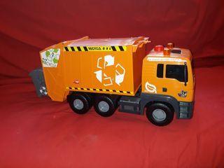 Camión basura grande con contenedor