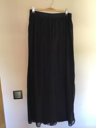 Falda larga de blanco
