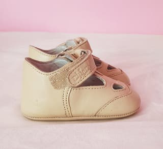 Zapato bebé unisex Marca Chicco Número 17. En bue