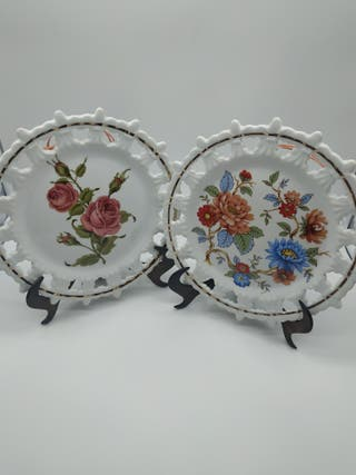 Juego 2 platos para colgar (motivos flores)