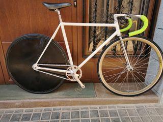 Bicicleta de Pista, Fixie, con trasera lenticular.