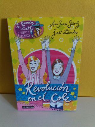Revolucion en el cole. La banda de Zoe Top Secret