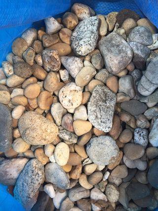 Bolsa grande de piedras tengo de dos colores