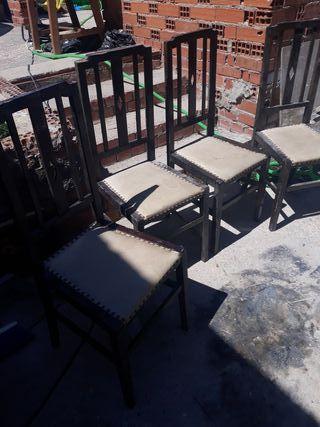 vendo 4 sillas antiguas cada una 10 euros