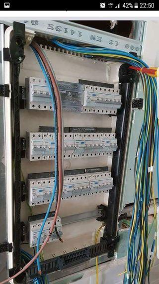 Electricista con experiencia y formación