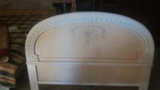 Cabecera de madera blanco con detalles en beige