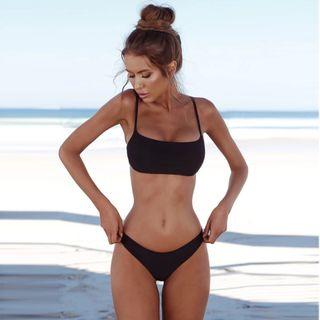 Bikini negro tanga