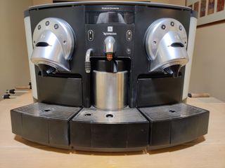 Cafetera Profesional Nespresso CS220 PRO