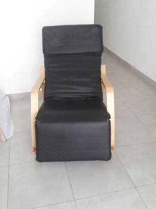 dos sillones mecedoras uno montado uno está en ca